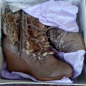 NIB..Avenue Fur Brown ankle boots